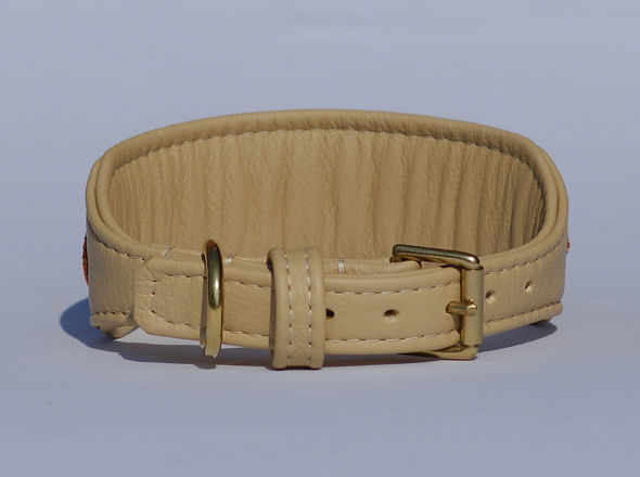 Leather collar with buckle made of brass